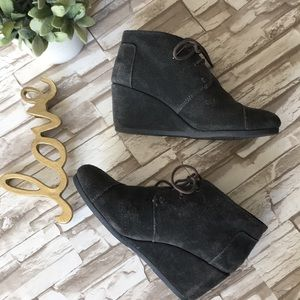Toms Suede Charcoal Gray Wedge Booties
